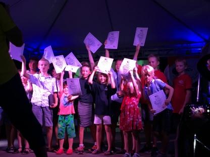 Alle barna i ARC+ flåten fikk diplom for å ha krysset Atlanteren!