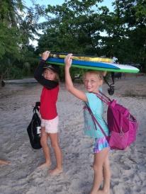 Andrine og Celine er klare for bodysurfing!
